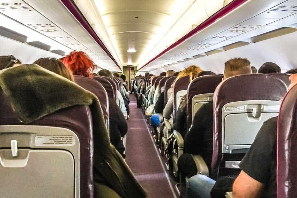 Cum să faci exerciții fizice într-un avion?